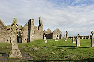 Clonmacnoise and the Celtic High Crosses